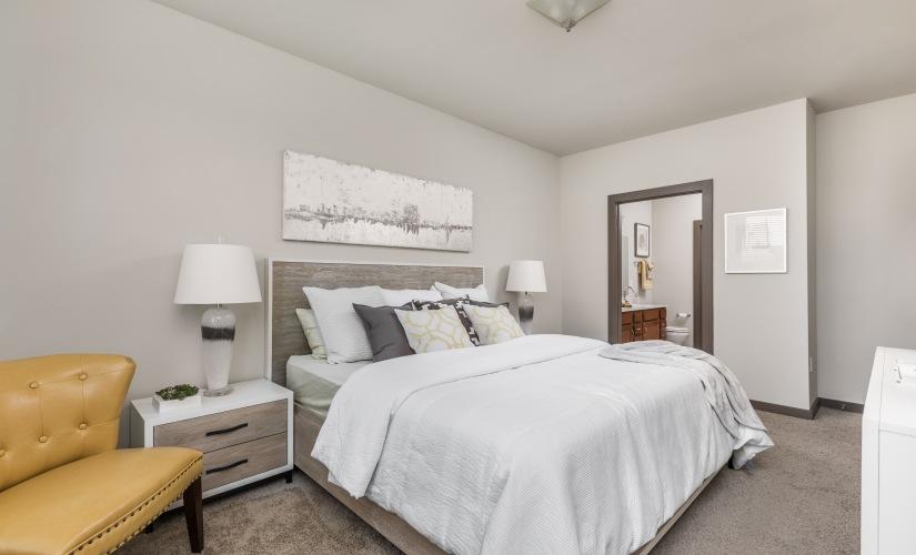 The Seattle - 1 Bedroom, 1 Bath + Den